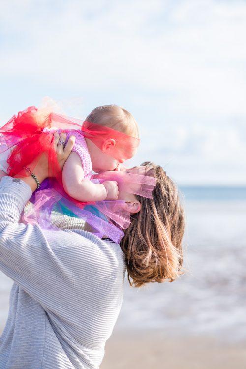 Family Photographer Aberdeenshire - Family photography aberdeenshire - Debbie Dee Photography - Lifestyle Family - mum kissing baby