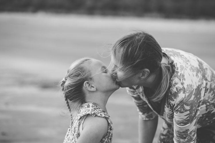 Family Photographer Aberdeenshire - Family photography aberdeenshire - Debbie Dee Photography - Lifestyle family photos - mum kissing daughter