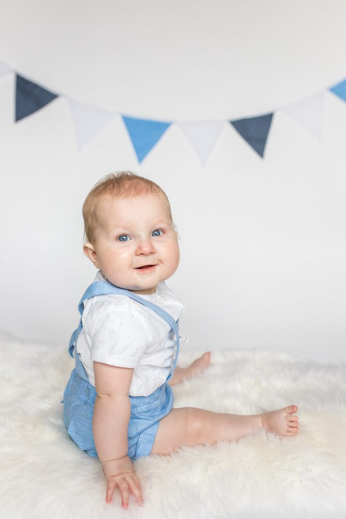 Six month old sitting up - sitter session aberdeenshire - Debbie Dee Photography