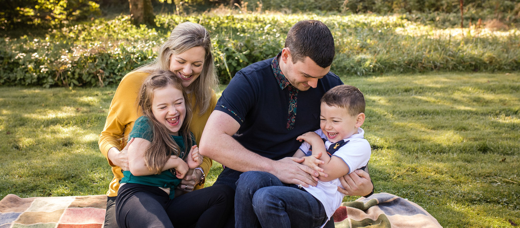 Family laughing - leith hall - family photographer aberdeen aberdeenshire - debbie dee photography